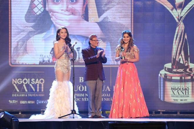 HHen Niê và 2 Á hậu gây chú ý trên thảm đỏ trao giải Ngôi sao xanh 2017 - Ảnh 18.