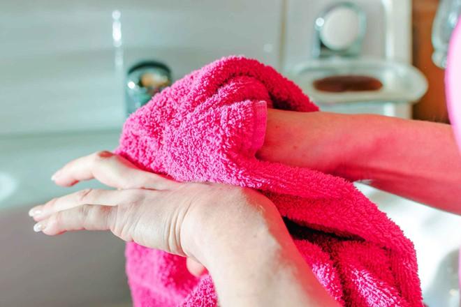 Sai lầm khi tắm vào mùa đông gây nguy hiểm nhiều người vô tình mắc mà không biết - ảnh 2