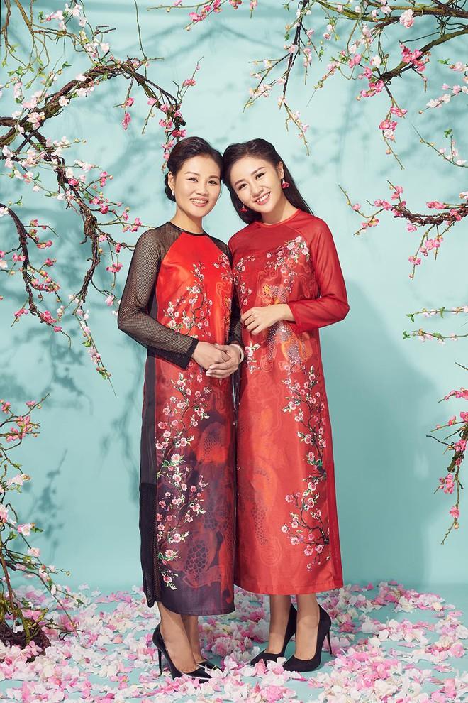 Văn Mai Hương khoe mẹ ruột trẻ trung, xinh đẹp - Ảnh 1.