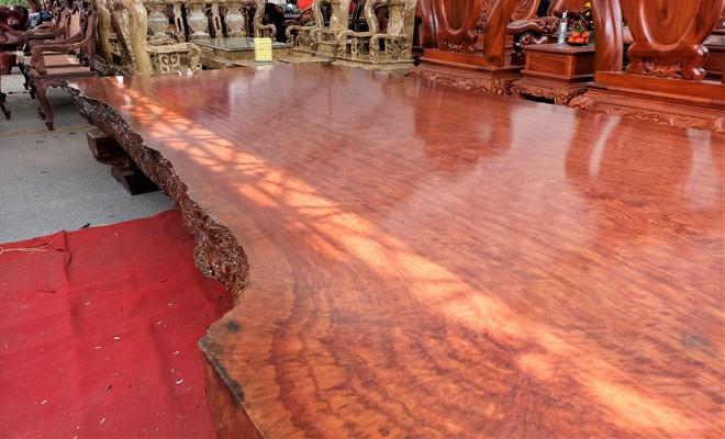 Phản gỗ nu Cẩm Lai Nam Phi đi đường biển về Việt Nam, hét giá 3 tỷ đồng - Ảnh 2.