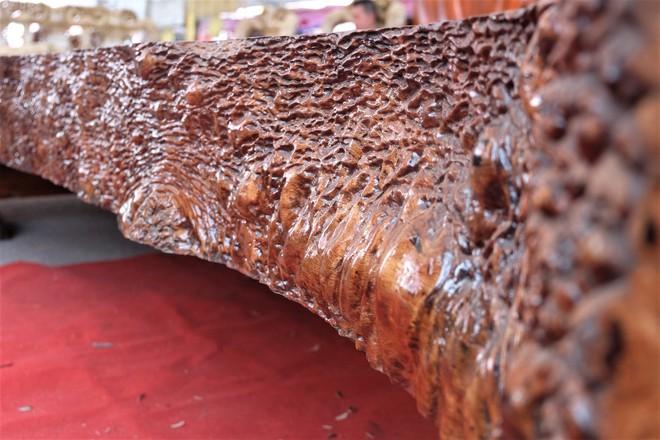 Phản gỗ nu Cẩm Lai Nam Phi đi đường biển về Việt Nam, hét giá 3 tỷ đồng - Ảnh 3.