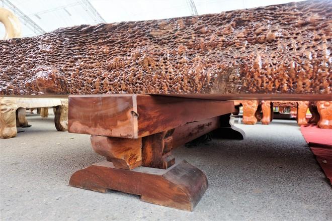 Phản gỗ nu Cẩm Lai Nam Phi đi đường biển về Việt Nam, hét giá 3 tỷ đồng - Ảnh 4.