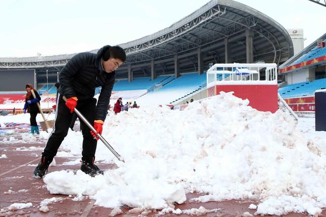 Cập nhật sáng 27/1: Thời tiết diễn biến xấu, BTC tính tới trường hợp hoãn trận chung kết - Ảnh 1.