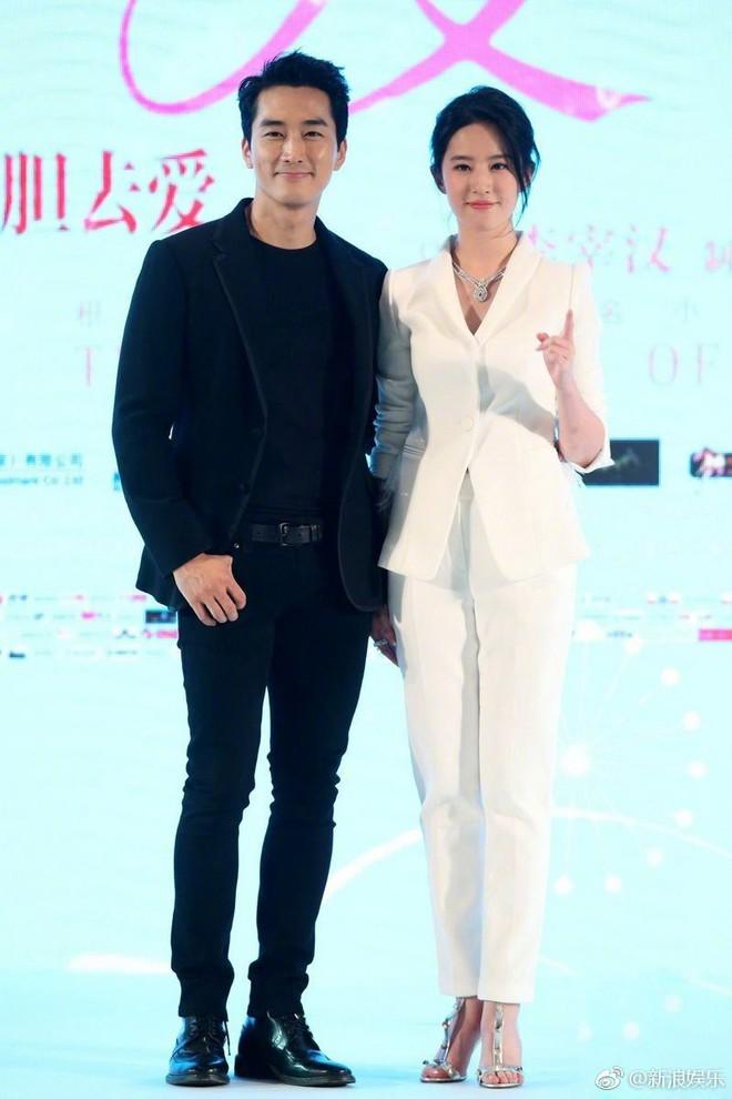 Song Seung Hun - Lưu Diệc Phi: Là tình yêu thật sự hay chiêu trò truyền thông đánh lừa khán giả suốt 2 năm qua? - Ảnh 12.
