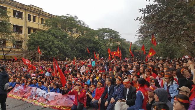 """""""Biển đỏ cổ vũ ĐT U23 Việt Nam khiến dân mạng Trung Quốc phải ngả mũ! - Ảnh 15."""