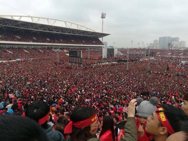 """""""Biển đỏ cổ vũ ĐT U23 Việt Nam khiến dân mạng Trung Quốc phải ngả mũ! - Ảnh 2."""