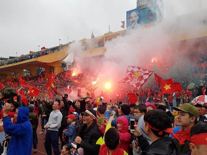 """""""Biển đỏ cổ vũ ĐT U23 Việt Nam khiến dân mạng Trung Quốc phải ngả mũ! - Ảnh 7."""