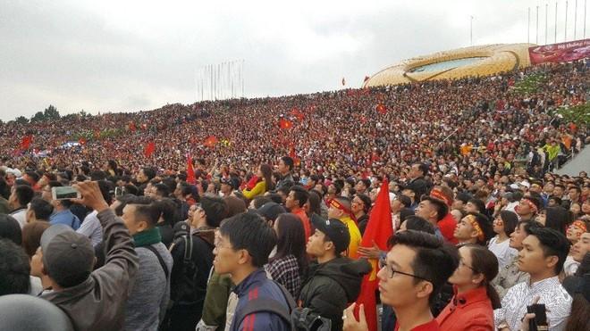 """""""Biển đỏ cổ vũ ĐT U23 Việt Nam khiến dân mạng Trung Quốc phải ngả mũ! - Ảnh 10."""