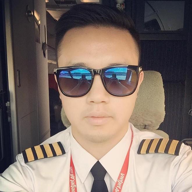 Cơ trưởng chuyến bay đặc biệt đón U23 Việt Nam: Trẻ nhất, đẹp trai nhất nên được chọn! - Ảnh 3.