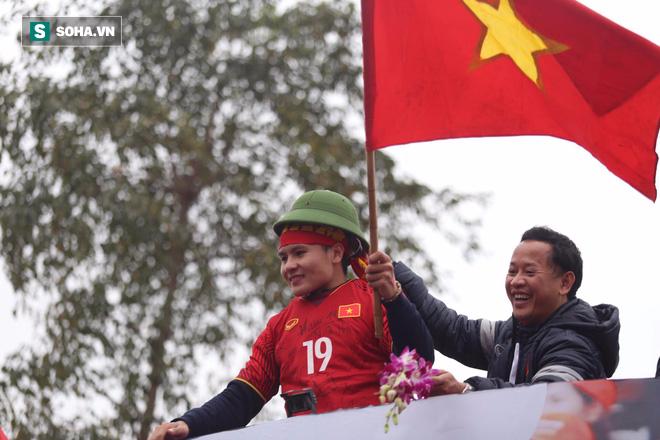 U23 Việt Nam đã về đến nội thành Hà Nội - Ảnh 2.