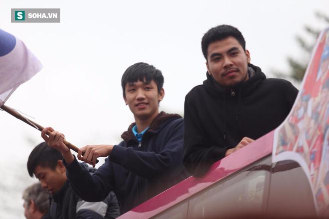 U23 Việt Nam đã về đến nội thành Hà Nội - Ảnh 3.