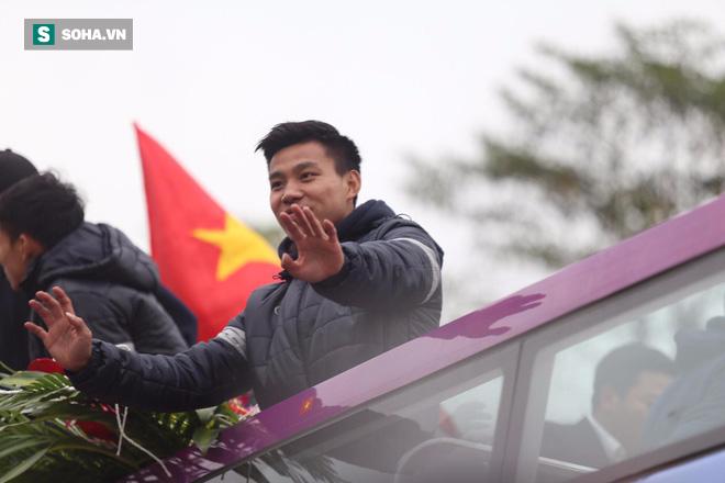 U23 Việt Nam đã về đến nội thành Hà Nội - Ảnh 4.