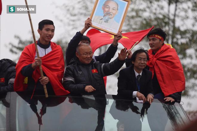 U23 Việt Nam đã về đến nội thành Hà Nội - Ảnh 5.
