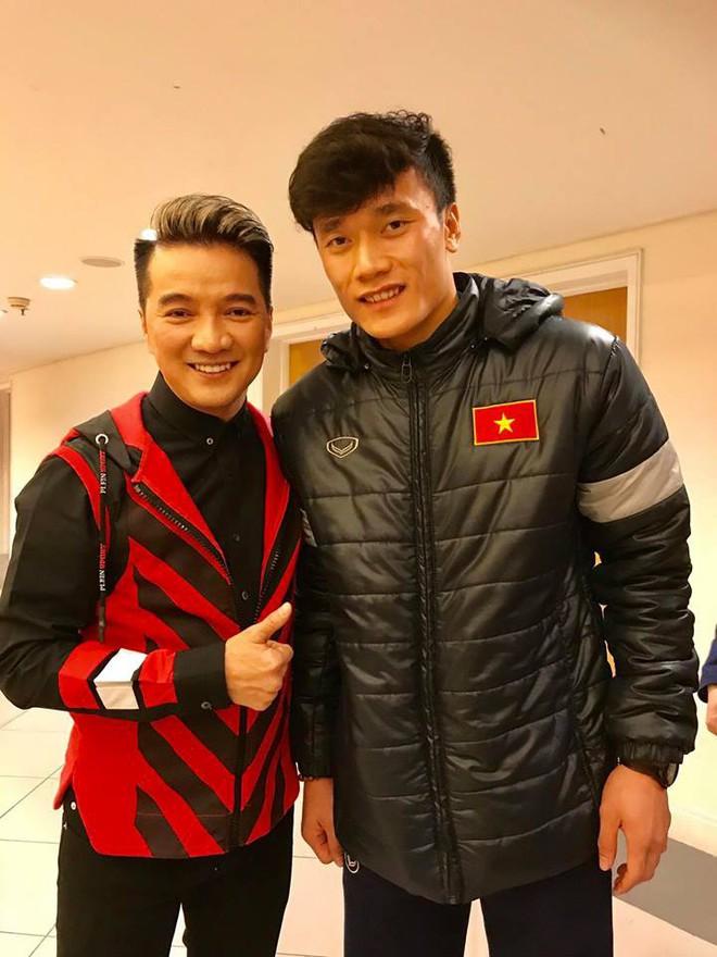 Đàm Vĩnh Hưng khen nhan sắc Quang Hải, tiết lộ có clip hôn - Ảnh 1.