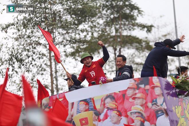 U23 Việt Nam đã về đến nội thành Hà Nội - Ảnh 7.