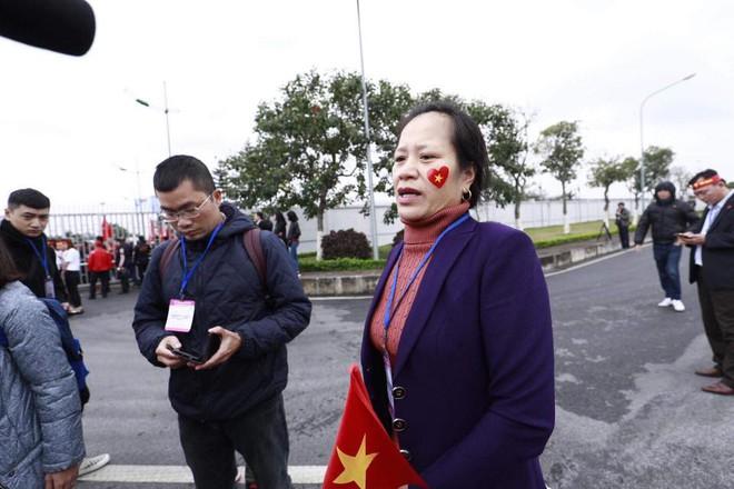 Nội Bài quá chật cho tình yêu của người hâm mộ dành cho U23 Việt Nam - Ảnh 14.