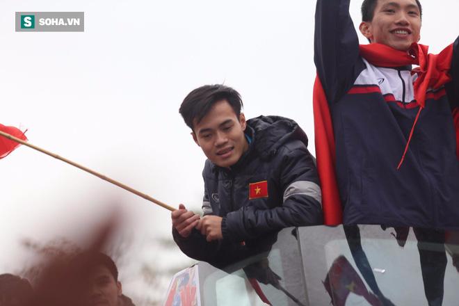 U23 Việt Nam đã về đến nội thành Hà Nội - Ảnh 8.