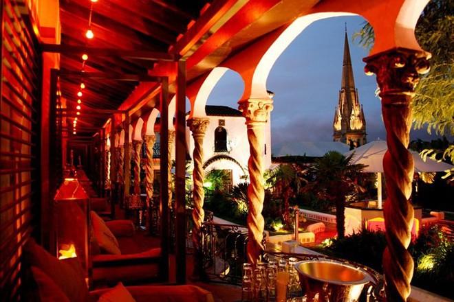 Top 10 nhà hàng trên tầng thượng có tầm nhìn đẹp nhất thế giới - Ảnh 4.