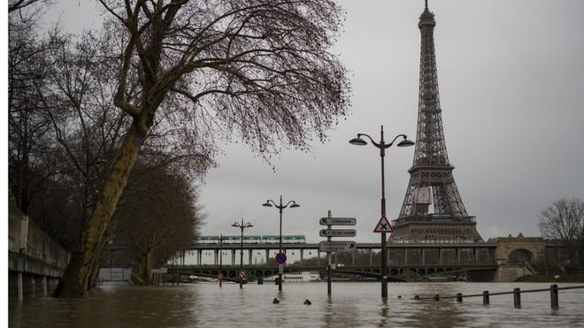 Hệ thống cống ngầm khổng lồ dưới chân Paris hoa lệ chống lũ lụt như thế nào? - Ảnh 3.