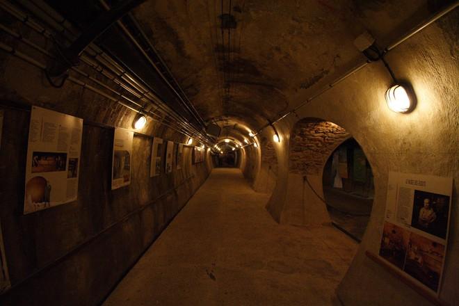 Hệ thống cống ngầm khổng lồ dưới chân Paris hoa lệ chống lũ lụt như thế nào? - Ảnh 4.