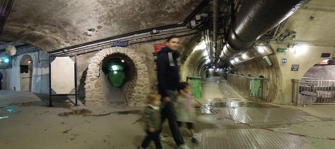 Hệ thống cống ngầm khổng lồ dưới chân Paris hoa lệ chống lũ lụt như thế nào? - Ảnh 8.