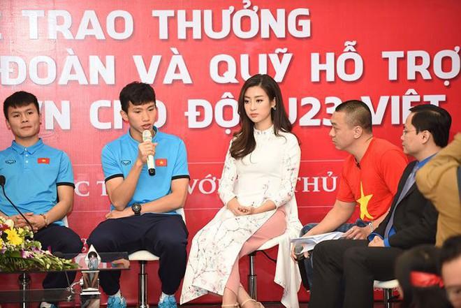 Quang Hải bẽn lẽn khi bị trêu về chiều cao bên Hoa hậu Mỹ Linh - Ảnh 5.