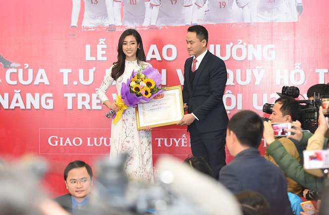 Quang Hải bẽn lẽn khi bị trêu về chiều cao bên Hoa hậu Mỹ Linh - Ảnh 10.