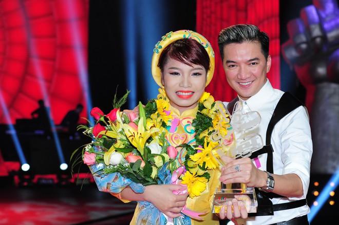 Nữ ca sĩ nóng bỏng mà Thiều Bảo Trang muốn gả cho thủ môn Bùi Tiến Dũng - Ảnh 1.