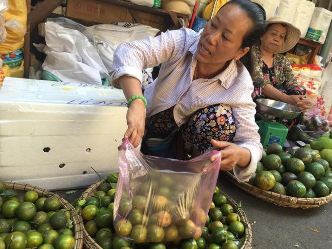 Nhìn giống chanh nhưng ngọt như đường, loại quả giá rẻ này gây 'sốt' thị trường Đà Nẵng - Ảnh 2.