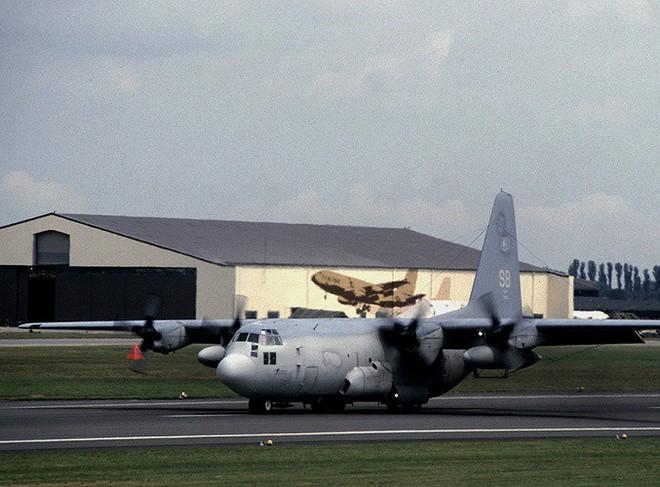 Mỹ đưa máy bay có khả năng chọc mù đối phương đến sát Triều Tiên - Ảnh 9.