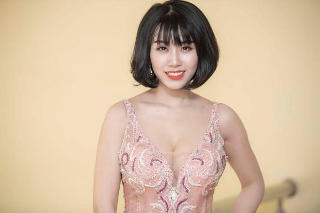 Xuất hiện bất ngờ ở Hậu duệ mặt trời, Linh Miu kể về màn giật tóc, dằn mặt Khả Ngân - Ảnh 3.