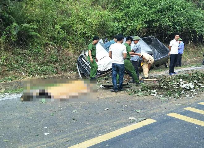Hai cán bộ công an thương vong khi xe bán tải đâm vào vách núi - Ảnh 3.