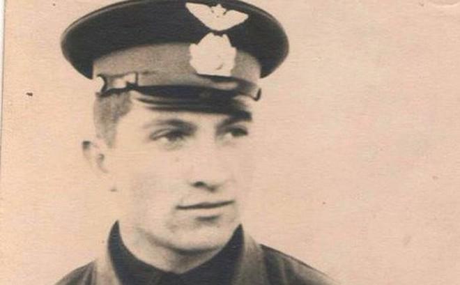 Nghe tin tìm thấy di cốt nghi của phi công Poyarkov, cháu gái rơm rớm nước mắt