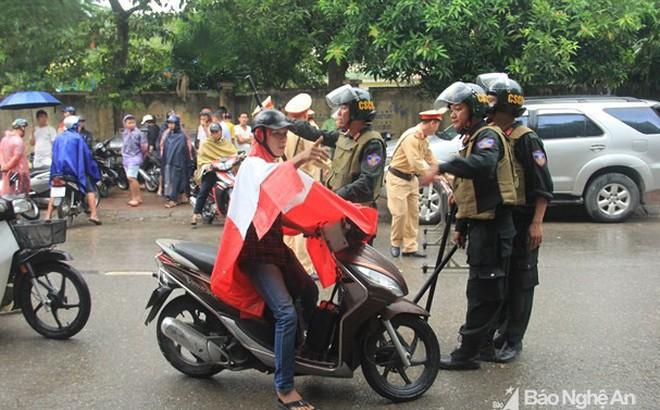 Lý lịch bất hảo của nghi can ôm lựu đạn cố thủ, viết status thách thức trên facebook ở Nghệ An 4