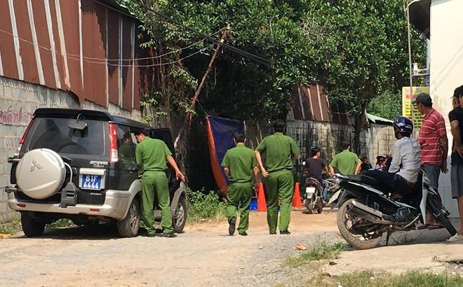 Đi đổ rác trước nhà, người phụ nữ phát hiện hàng xóm treo cổ trên cây mít