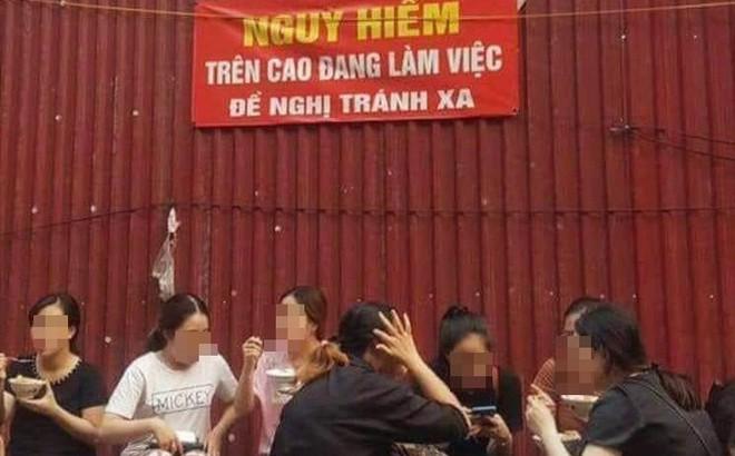 Bức ảnh nhóm bạn gái ngồi ăn vỉa hè với nghịch lý khiến nhiều người ngỡ ngàng