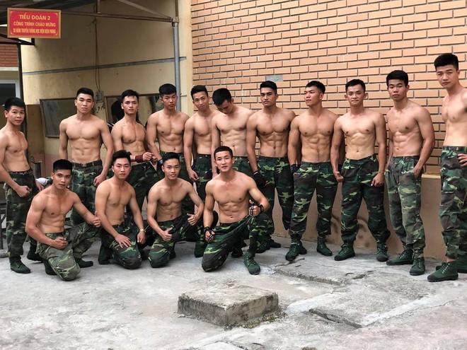 15 học viên của Học viện Biên phòng gây sốt khi cùng xuất hiện trong 1 khung hình  - Ảnh 1.