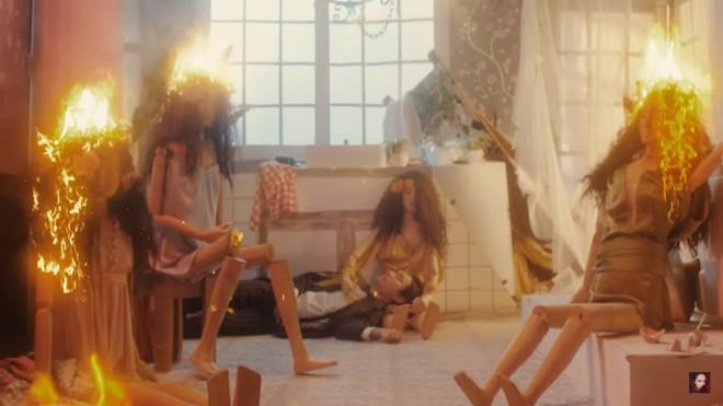 MV mới của Bảo Anh: Nóng bỏng nhưng hát không rõ lời, Kiều Minh Tuấn bị chê bai - ảnh 4