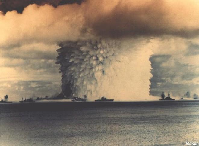 Ảnh màu hiếm về các vụ thử hạt nhân chấn động của Mỹ giữa thế kỷ 20 - Ảnh 1.