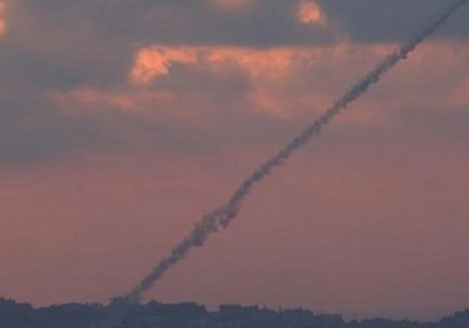 Israel bị tấn công - Báo động khẩn cấp phòng không, kích hoạt Mật mã Đỏ - Ảnh 3.