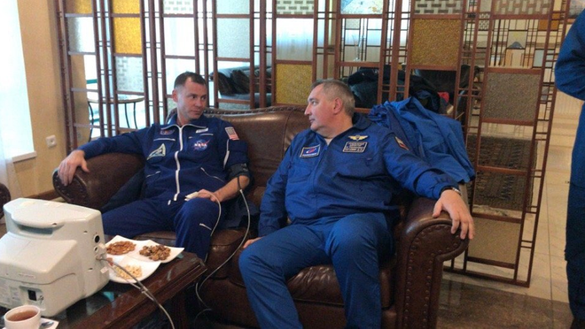 Tên lửa đẩy tàu vũ trụ Soyuz của Nga trục trặc - 2 phi hành gia Nga-Mỹ sống sót kỳ diệu - Ảnh 3.