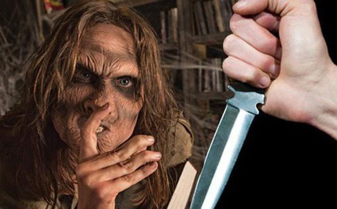 Ác mộng trước Halloween: Cô gái đâm trọng thương bạn vì nghĩ con dao được kẻ bí ẩn trong nhà ma đưa cho là đồ chơi