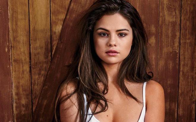 Selena Gomez vừa nhập viện 2 lần vì suy sụp tâm lý, hiện đang phải điều trị tại bệnh viện tâm thần