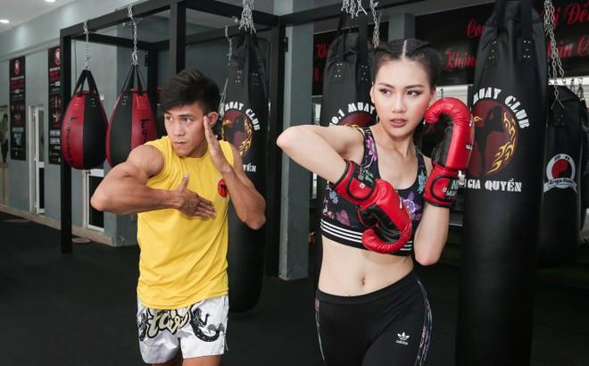 Siêu mẫu Bùi Quỳnh Hoa so găng với 'độc cô cầu bại' Muay Thái