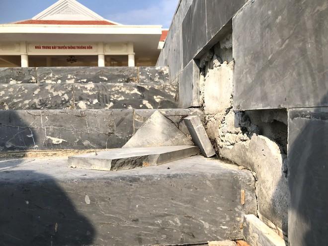 Cảnh hư hỏng, nhếch nhác khó tin ở Khu di tích Truông Bồn hơn 300 tỷ - Ảnh 5.