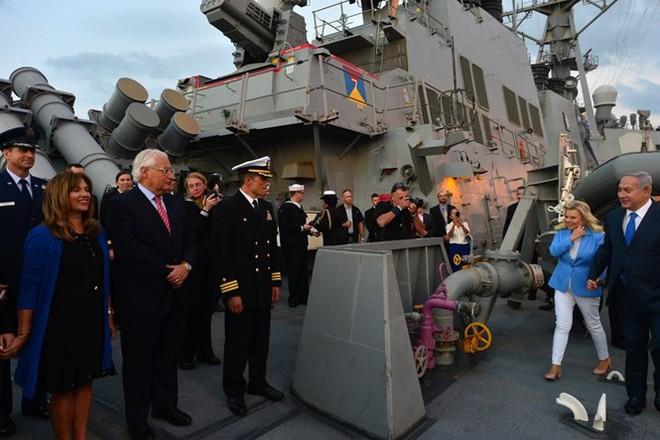 Tàu khu trục Mỹ chất đầy tên lửa Tomahawk cập cảng Israel: Dằn mặt Iran, cảnh báo Nga? - Ảnh 1.