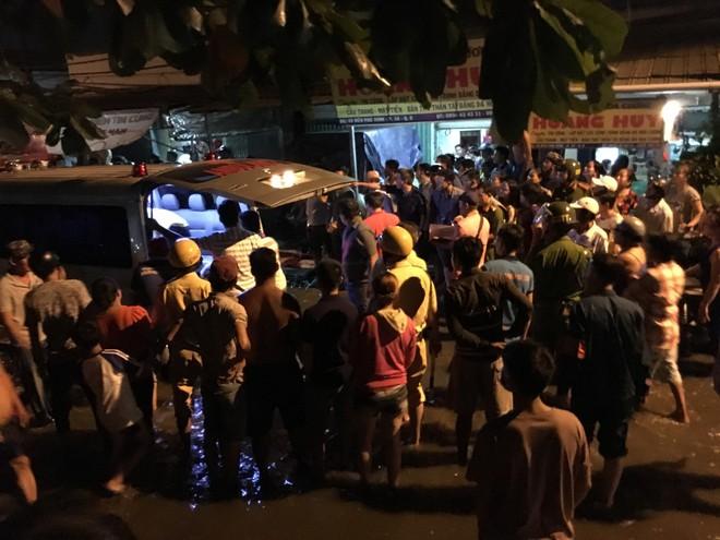 Nam thanh niên bị 2 đối tượng dùng hung khí sát hại trên đường phố Sài Gòn - ảnh 1
