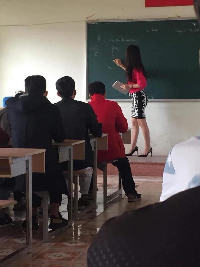 Thêm một cô giáo bị chụp trộm trên bục giảng khiến dân mạng xao xuyến - Ảnh 2.