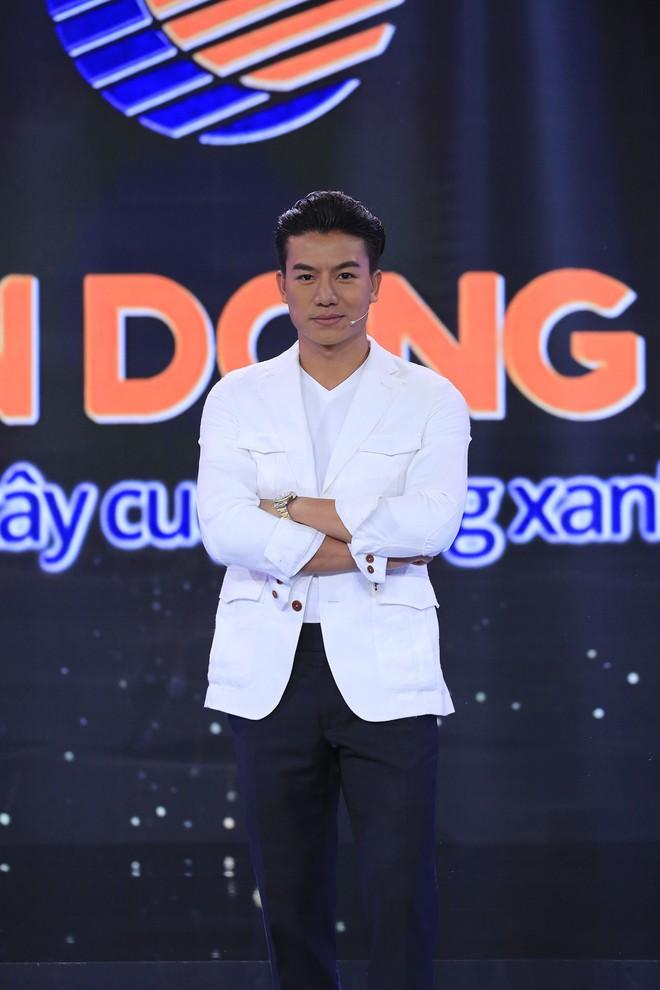 Diễn viên Hiếu Nguyễn nhắc nhở: Hari Won có thể ngưng đụng chạm tôi được không? - Ảnh 1.