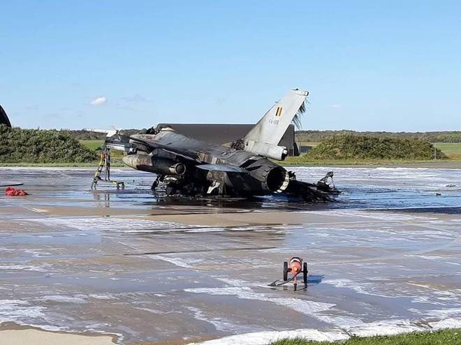 1 tiêm kích F-16 phát nổ, 1 chiếc khác bị hư hỏng nặng ở căn cứ không quân Florennes - ảnh 1